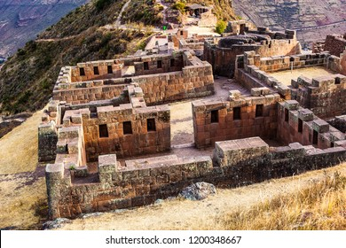 Pisac: SECTOR OF INTIHUATANA, in it are the palaces, temples and liturgical sources, they have a very elaborate work in stone, typical of the noble social class and the worship of the deities.