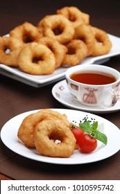 pisi, bisi, corek, fried bread dough, ring form, traditional