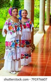 Imágenes Fotos De Stock Y Vectores Sobre Vestidos Típicos
