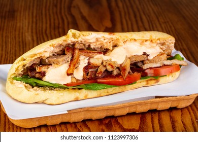 Pita with chicken and vegetables