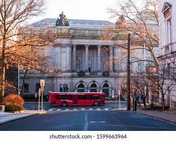 Pittsburgh, Pennsylvania, USA 12/25/19 An Allegheny County Port Authority bus on Forbes Avenue in front of the Carnegie Museum of Natural History