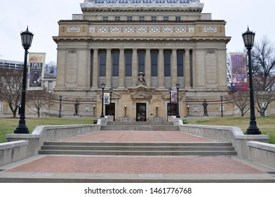 Pittsburgh, Pennsylvania, USA, Allegheny County Soldiers Memorial, Soldiers and Sailors Memorial Hall and Museum along Fifth Avenue, March 22, 2011