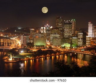 Pittsburgh's skyline as viewed from Mount Washington. [Best for web use]