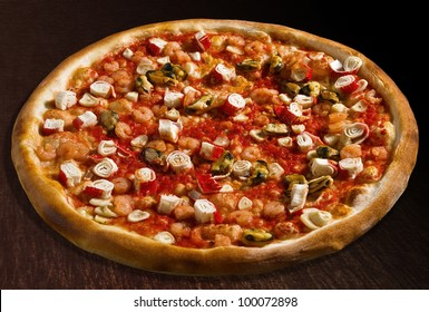 Pizza ai frutti di mare with calamari, shrimps and seashells - isolated Collection of dozens of various pizza (30 items)