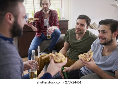 Pizza and beers- perfect idea for men's meeting