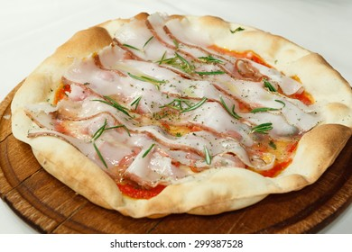 Pizza with cheese, bacon and rosemary