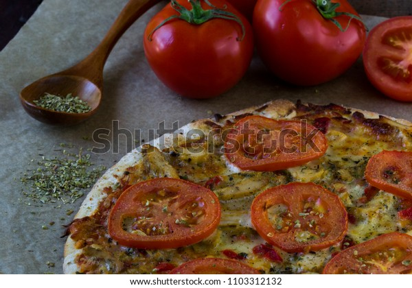 Pizza with chicken and tomatoes.