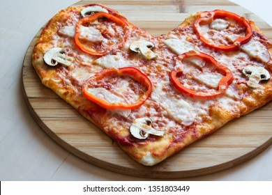 Pizza in the form of a heart.