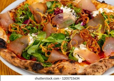 Pizza with hamon and buratta