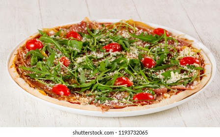 Pizza with hamon and ruccola
