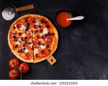pizza margarita and pepperoni