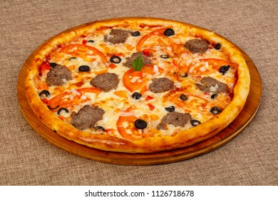 Pizza with minced meat and cheese