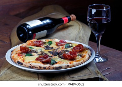 Pizza with parma ham, mushrooms and red wine