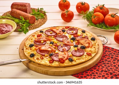 Pizza with wurst and tomatoes
