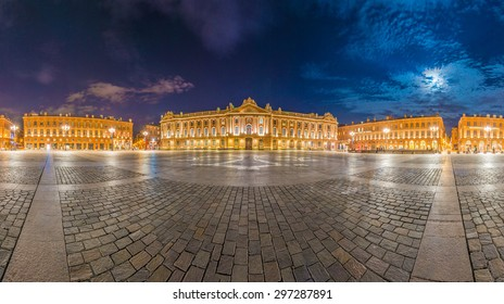 Place du Capitole and Capitole 135 meters long facade built in 1750 of the characteristic pink brick in Neoclassical style in Toulouse, Haute-Garonne, Midi Pyrenees, southern France.