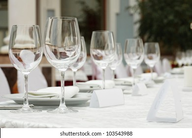 Place on a banquet table for a welcome guest