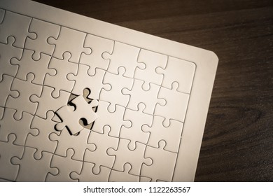 placing the last jigsaw for business solution concept