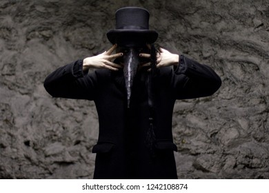 Plague Doctor All Dressed Black Hat Stockfoto Jetzt Bearbeiten