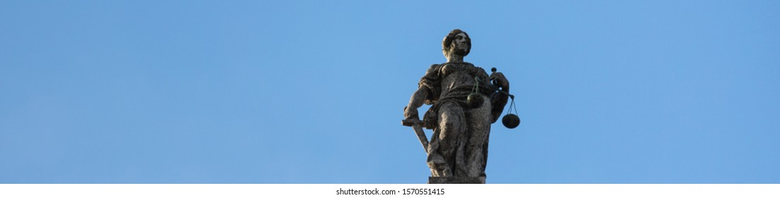 a plain justitia statue as panorama