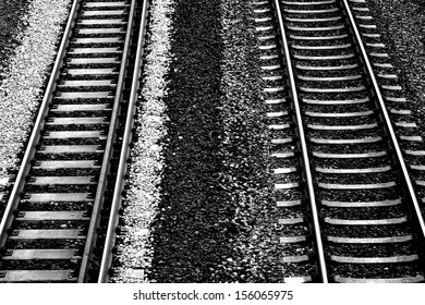 The plan view of a track bed of the German rail network in monochrome/Roadbed
