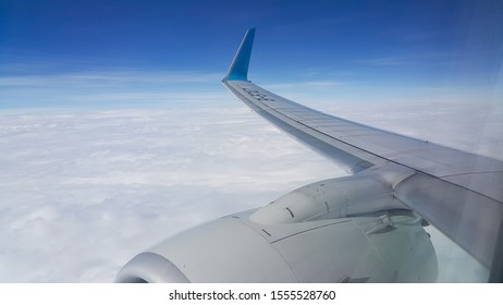 Plane Right wing in the sky