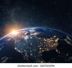 La planète terre de l'espace la nuit . Quelques éléments de cette image fournis par la NASA