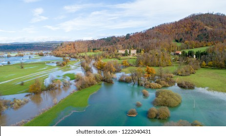 Planinsko polje is a most typical karst polje in Dinaric karst, Slovenia. After the heavy rain, the area is flooded and it becomes intermittent lake.