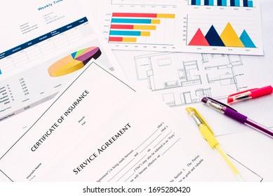 Planes y documentos financieros con costos, en el negocio del estado real.