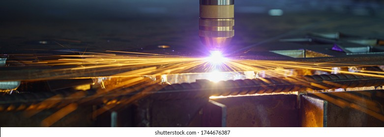Plasma cutting machine cuts metal material with sparks