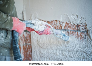 Plastering with a plastering pump