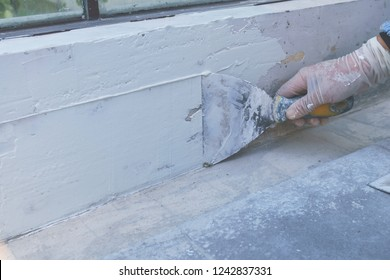Plastering the walls with plaster, Plastering the walls with plaster, The construction technician is between plastering the walls with smooth plaster.