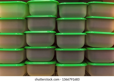 Plastic food containers with green lids for use in the microwave
