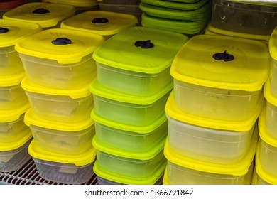 Plastic food containers with yellow lids for use in the microwave