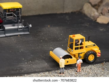 Plastic road roller toy with persons