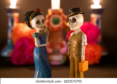 Plastic skulls for offering of the day of the dead, pair of skulls