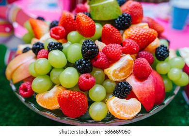 Plate with berries and fruit slices