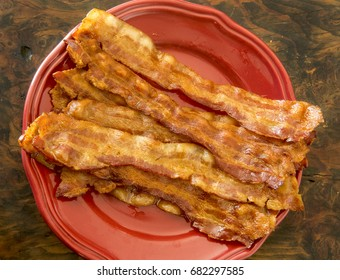 plate of fresh cooked bacon/cooked bacon
