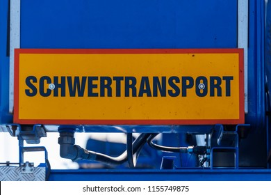 Plate for heavy transport at the rear of a truck