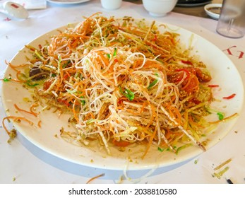 A plate of the ingredients of lou hei yu sheng after tossing