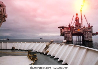Platform support vessels and seismic boats at close distance to Norwegian Drill Rig on North Sea