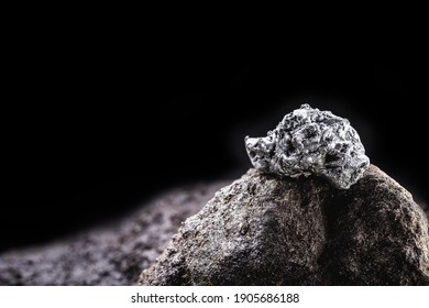 platinum nugget, noble metal, found free in nature in the form of nuggets, used in the production of catalysts