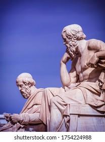 Plato- und Sokrates-Marmor-Statuen, antike griechische Philosophen, Athen Griechenland