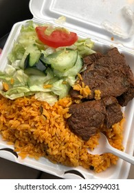 a platter of rice with steak and salad. (bistec con arroz y ensalada)