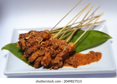platting of grilled tofu satay with spicy peanut sauce