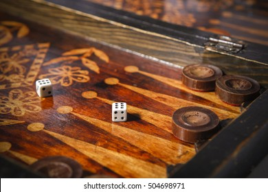 play backgammon with Dice