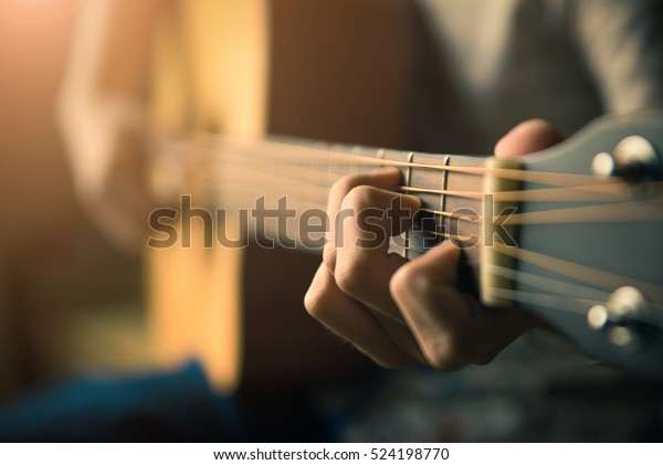 Play the guitar by hand \/ Artist \/ musician