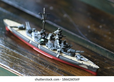 play miniature of the main battleship of Bismarck. Bismarck is a legendary ultimate battle apparatus. from Germany