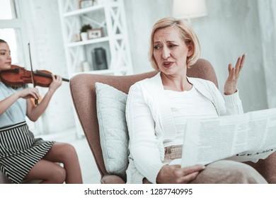 Teen Playing Violin Images, Stock Photos & Vectors