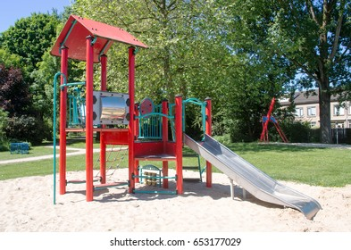 Play set with slide
