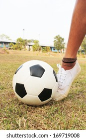 Play soccer 2.